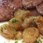 Filetto di maiale con cipolle dorate