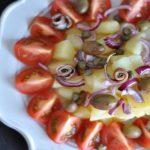 Una deliziosa insalata di patate alla Mediterranea
