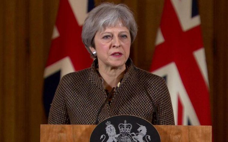 Il Primo Ministro Theresa May contro il Commonwealth omofobo