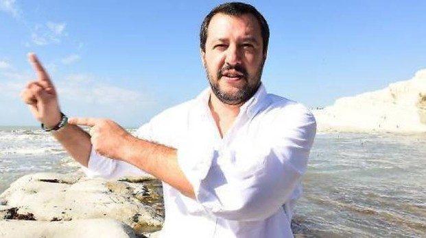 Il Ministro dell'Interno Salvini ripristina i 'genitori eterosessuali'