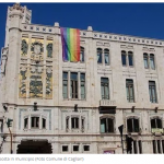 Cagliari pro-LGBT. Esposta bandiera Rainbow