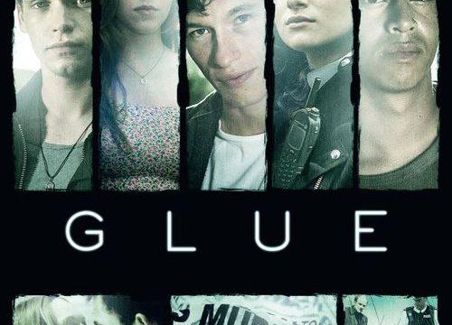 Glue Amicizia, omicidio, vendetta e amore nella campagna inglese