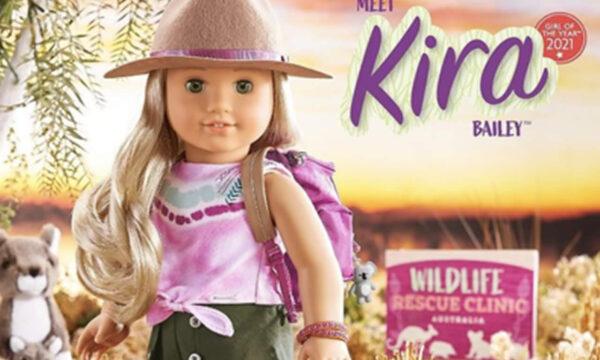 Kira Bailey la bambola con due zie lesbiche