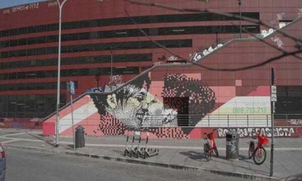 A Roma il primo murale con un bacio tra due donne