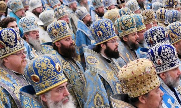 """Russia, ex prete: """"Promozioni a letto"""""""