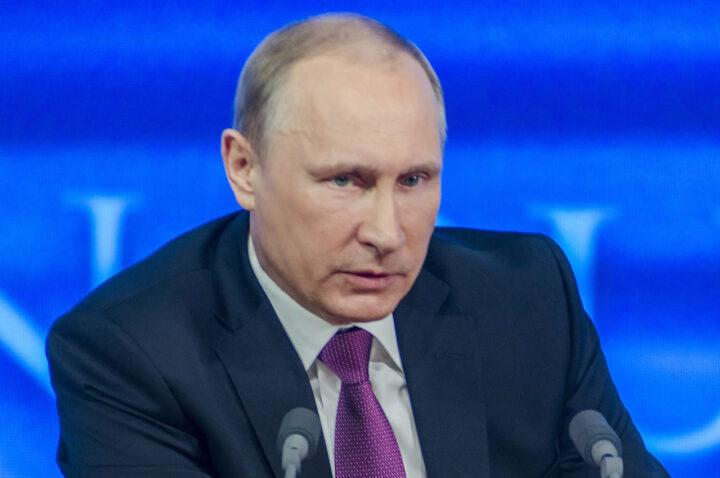Vladimir Putin consolida il divieto di matrimonio gay